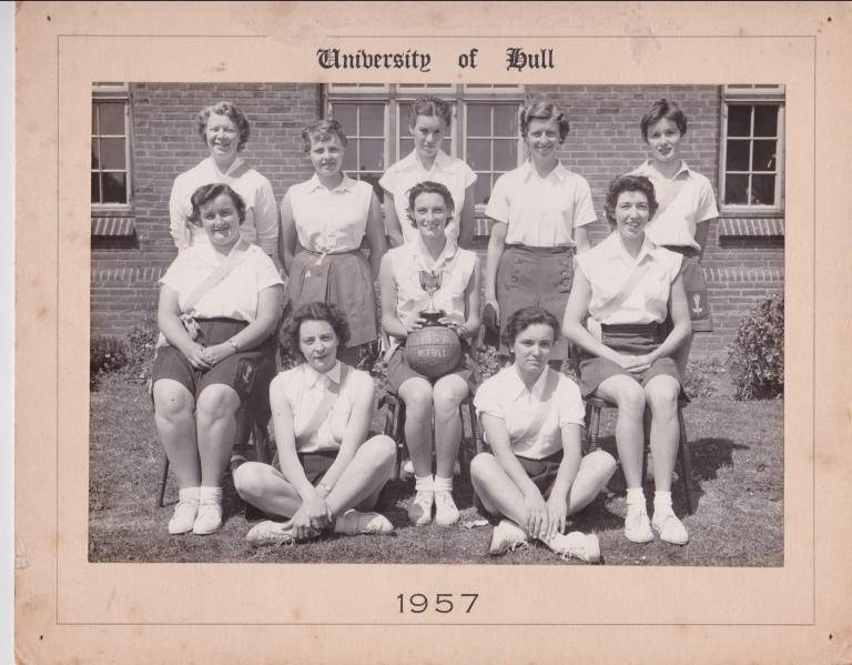 1957-netball-team.jpg